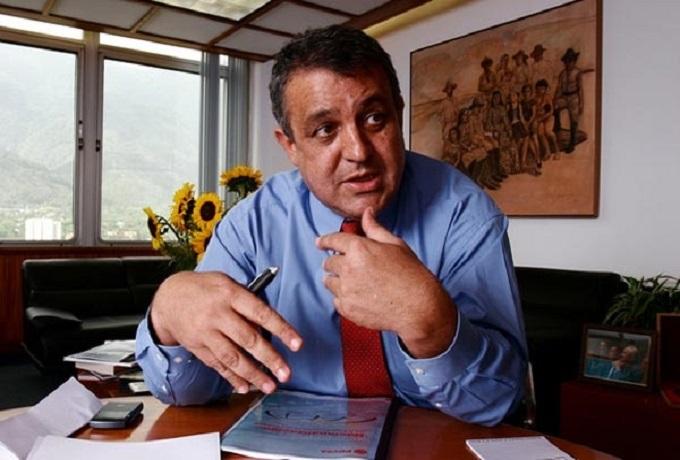 Ministro del Pino propone fondo para exportación del Motor Petroquímico
